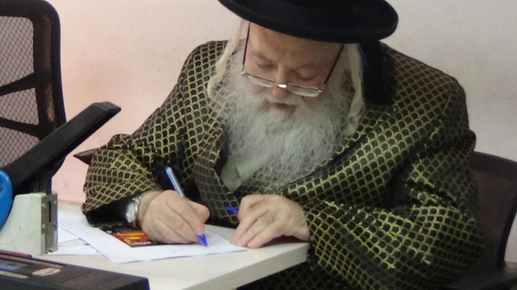האדמור מהאלמין כותב