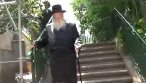 האדמור מהאלמין בנחום אבלים אצל האדמור מסערט בחיפה
