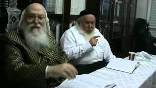 """האדמו""""ר  מהאלמין עם המקובל  הרב   יצחק ראובני שליט""""א"""