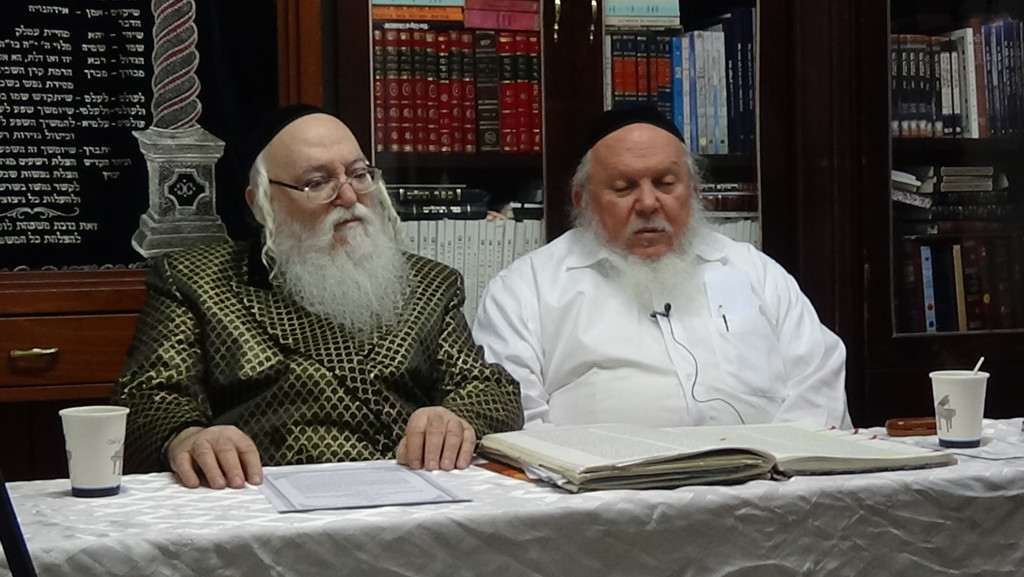האדמור מהאלמין עם רבי יצחק ראובני ב יתרו בלימוד הקבלה הלכות קידוש (4)