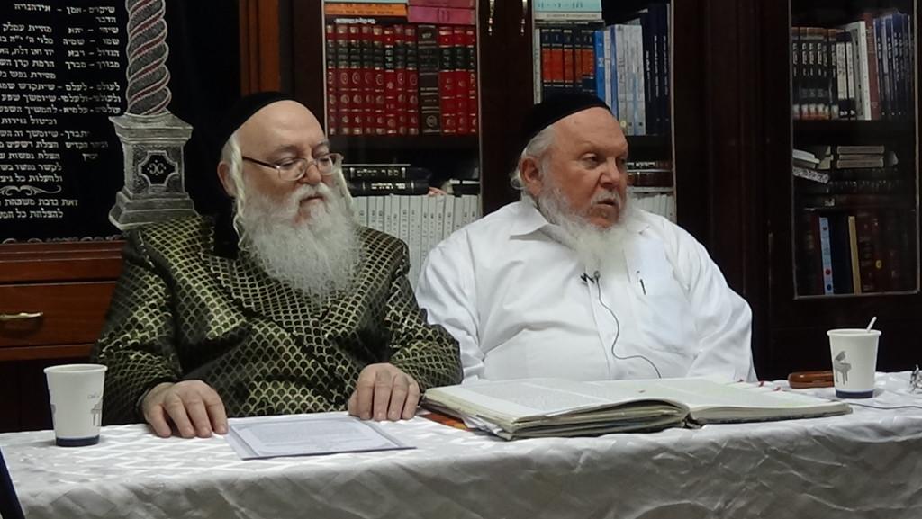 האדמור מהאלמין עם רבי יצחק ראובני ב יתרו בלימוד הקבלה הלכות קידוש (5)