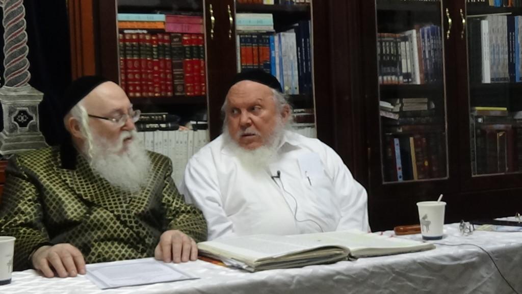 האדמור מהאלמין עם רבי יצחק ראובני ב יתרו בלימוד הקבלה הלכות קידוש (6)