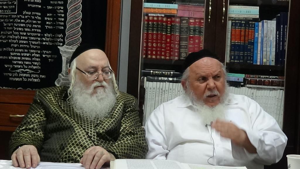 האדמור מהאלמין עם רבי יצחק ראובני ב יתרו בלימוד הקבלה הלכות קידוש (8)
