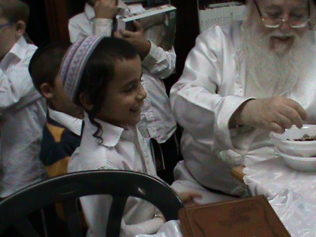 האדמור מהאלמין רבי שלום יהודה גרוס אבות ובנים מוצאי שבת הגדול (47)