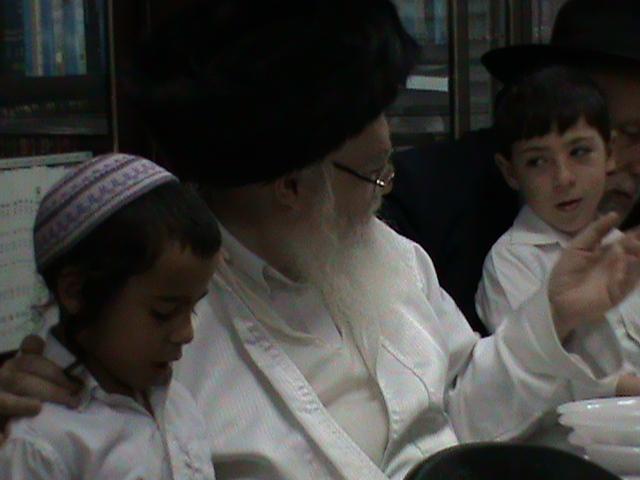 האדמור מהאלמין רבי שלום יהודה גרוס אבות ובנים מוצאי שבת הגדול (62)