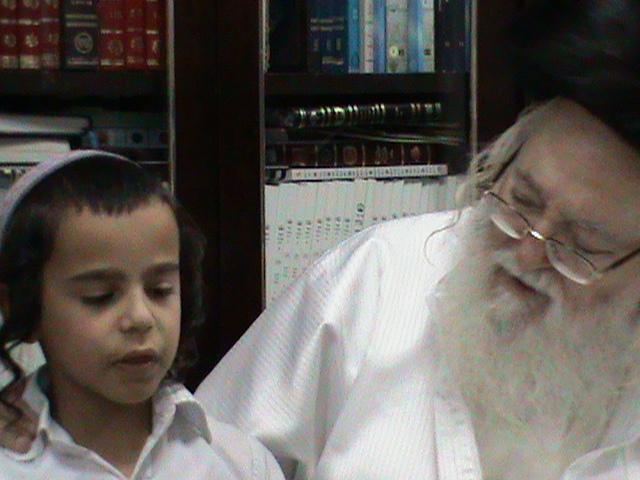 האדמור מהאלמין רבי שלום יהודה גרוס אבות ובנים מוצאי שבת הגדול (64)