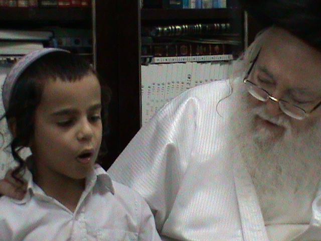 האדמור מהאלמין רבי שלום יהודה גרוס אבות ובנים מוצאי שבת הגדול (65)