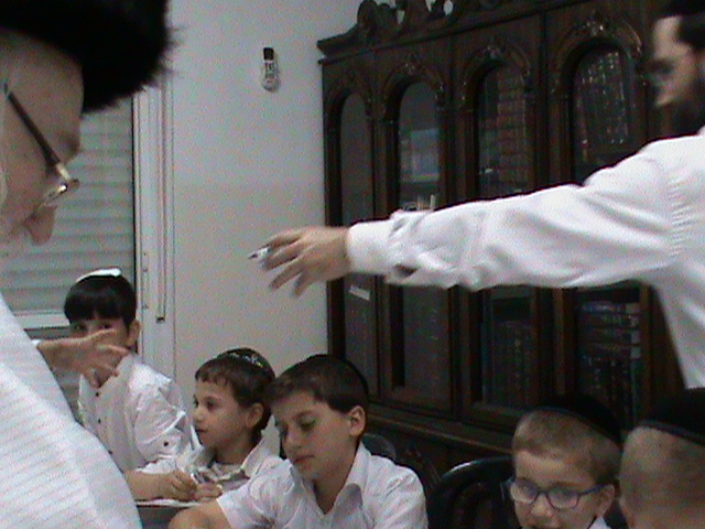 האדמור מהאלמין רבי שלום יהודה גרוס אבות ובנים מוצאי שבת הגדול (9)
