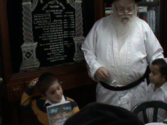 האדמור מהאלמין רבי שלום יהודה גרוס אבות ובנים שבת הגדול (11)