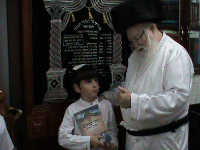 האדמור מהאלמין רבי שלום יהודה גרוס אבות ובנים שבת הגדול (15)