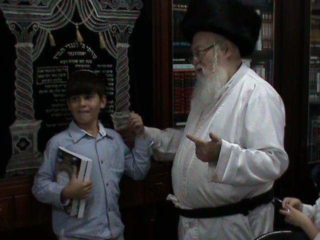 האדמור מהאלמין רבי שלום יהודה גרוס אבות ובנים שבת הגדול (17)