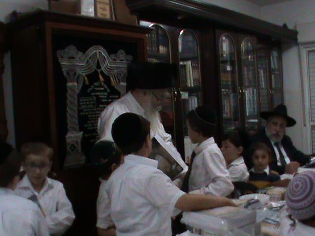 האדמור מהאלמין רבי שלום יהודה גרוס אבות ובנים שבת הגדול (2)