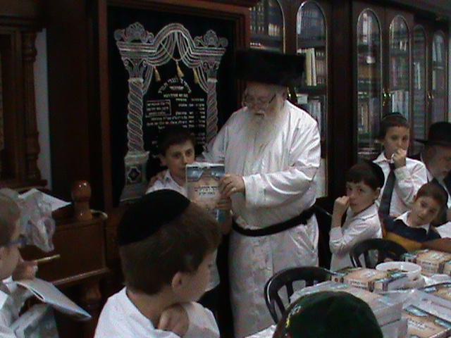 האדמור מהאלמין רבי שלום יהודה גרוס אבות ובנים שבת הגדול (3)