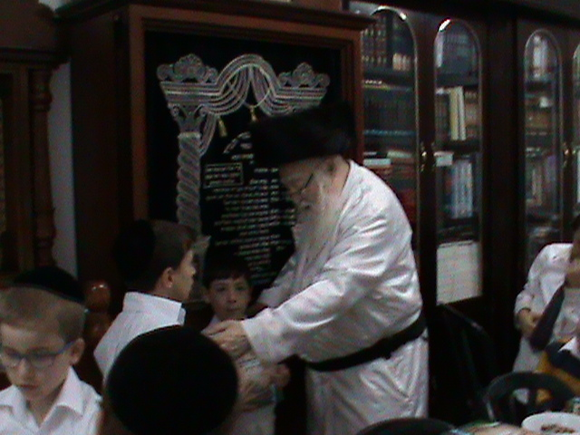 האדמור מהאלמין רבי שלום יהודה גרוס אבות ובנים שבת הגדול (5)