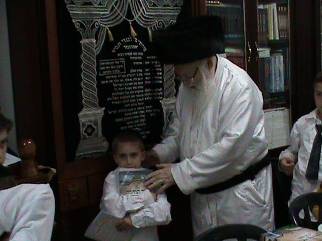 האדמור מהאלמין רבי שלום יהודה גרוס אבות ובנים שבת הגדול (7)