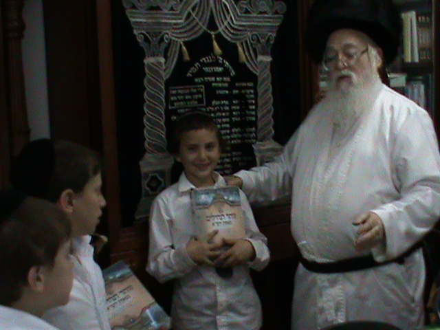 האדמור מהאלמין רבי שלום יהודה גרוס אבות ובנים שבת הגדול (8)