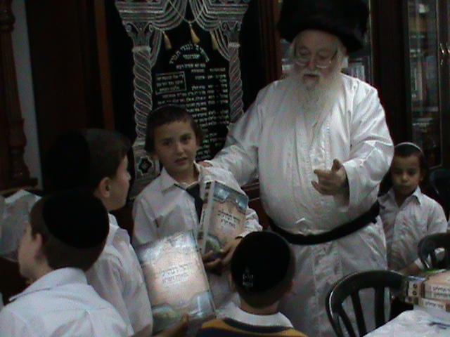 האדמור מהאלמין רבי שלום יהודה גרוס אבות ובנים שבת הגדול (9)