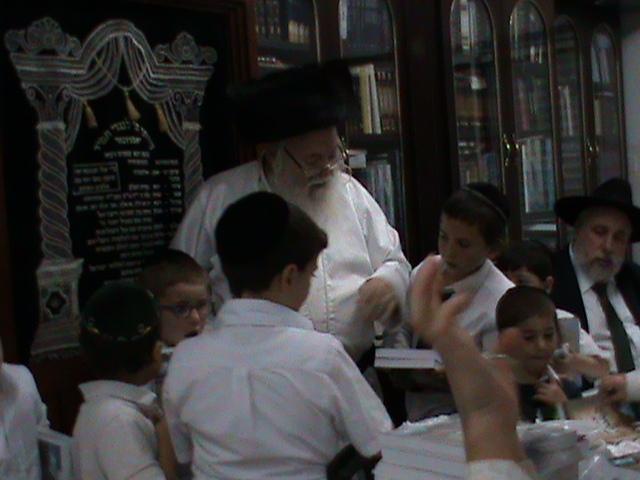 האדמור מהאלמין רבי שלום יהודה גרוס אבות ובנים שבת הגדול