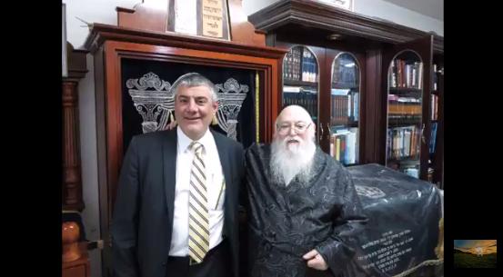 הרב יוסף מזחרי והאדמור מאלמין בביתו