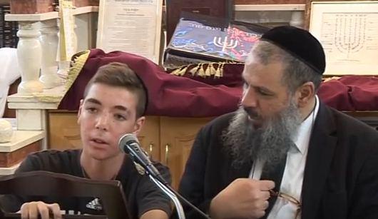 nathan-rami-leviהרב רמי לוי עם נער בן 15