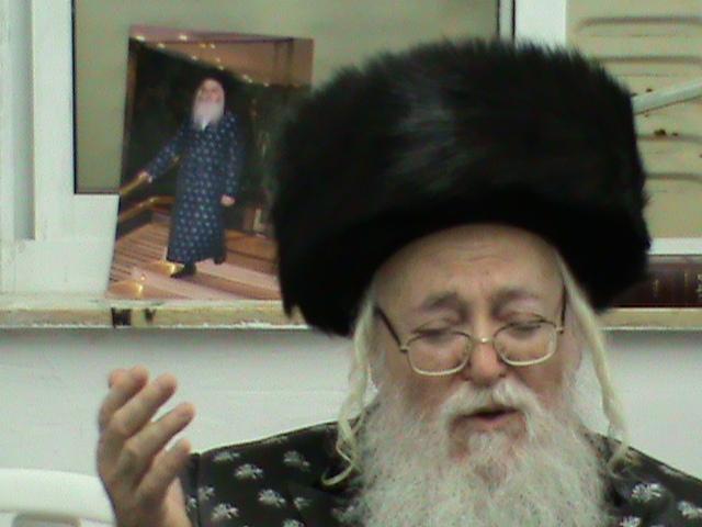 האדמור מהאלמין רבי שלום יהודה גרוס המלוה מלכה בירושלים (12)